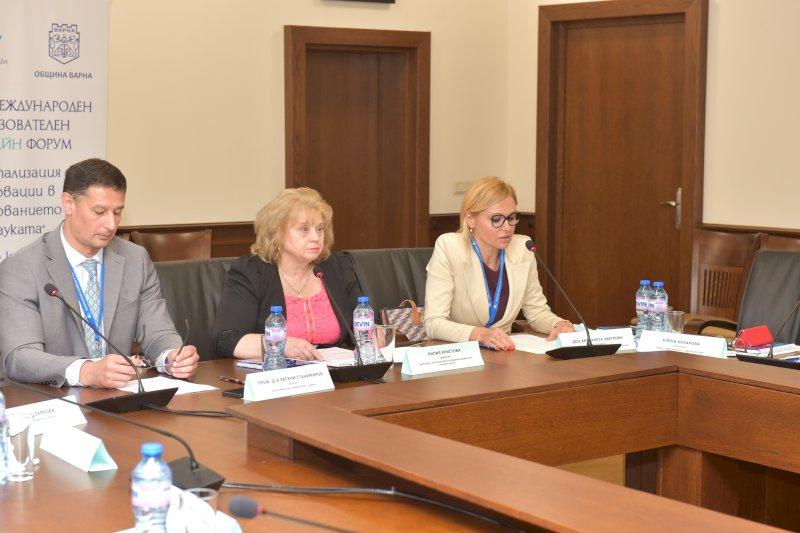 Г-жа Ант. Поздравителен адрес от г-н Т. Балабанов, председател на Общ. Съвет Варна