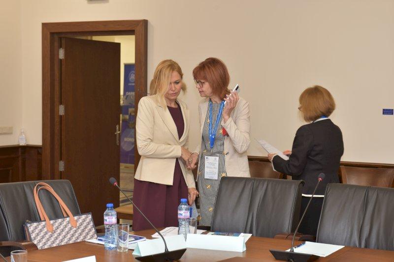 Доц. Антоанета Цветкова - Общ. съвет и Елена Кенарова- преди официалното откриване