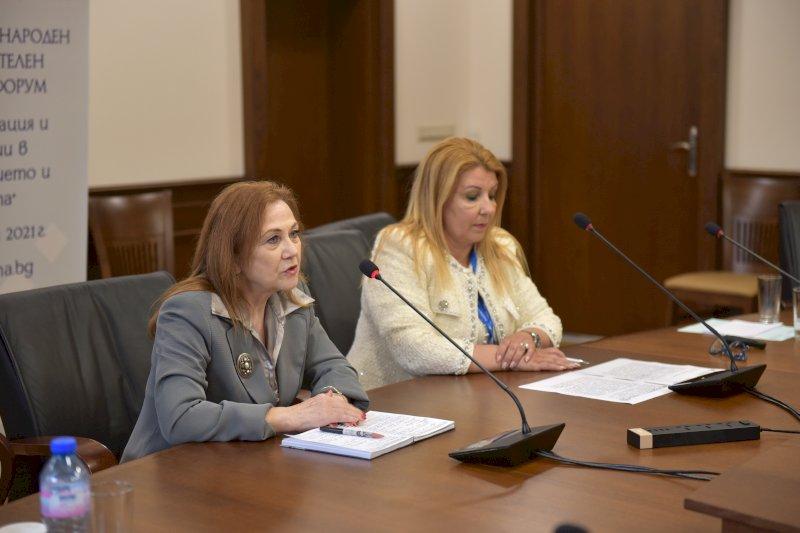 Закриване на форума- Славничка Ангелова и Антоанета Хинева-Общ. Варна (4)