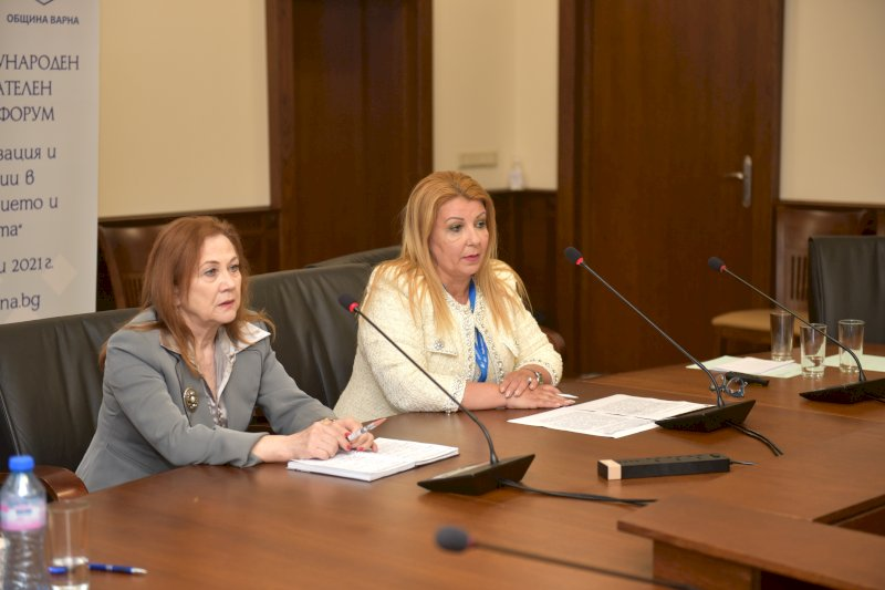 Закриване на форума- Славничка Ангелова и Антоанета Хинева-Общ. Варна (3)